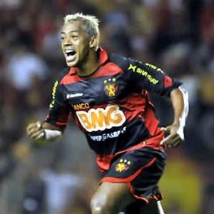 marcelinho-paraiba-comemora-primeiro-gol-com-a-camisa-do-sport-1282251439489_300x300