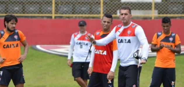 Vitória x Jacobina  Leão treina finalizações no Barradão 616bb8a239824