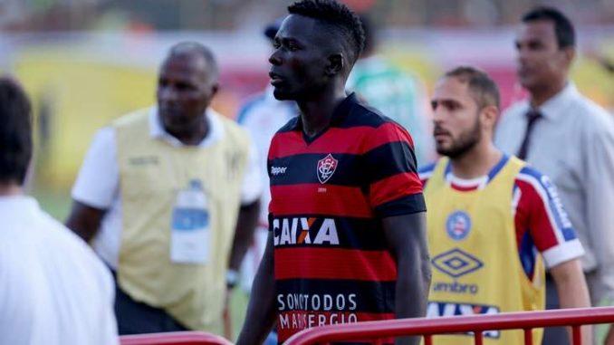 Zagueiro Kanu não é mais jogador do Esporte Clube Vitória 3c1ee3569567e