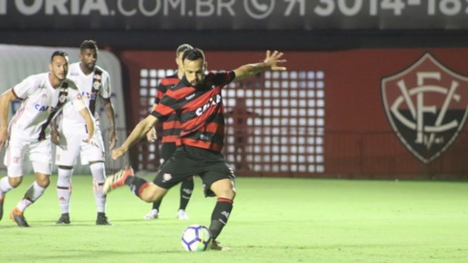 Meia que foi sondado pelo Flamengo renova com o Vitória até 2020 582ad1c0b7cc4