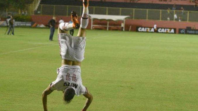 Vitória 1 x 1 Flamengo  Veja os gols de Paquetá e Yago com ajuda do juiz 21c3a3240df61