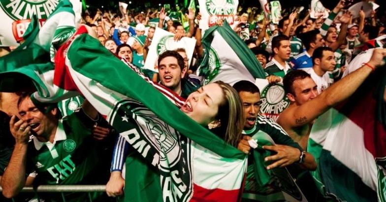 Torcida-comemorando-Palmeiras