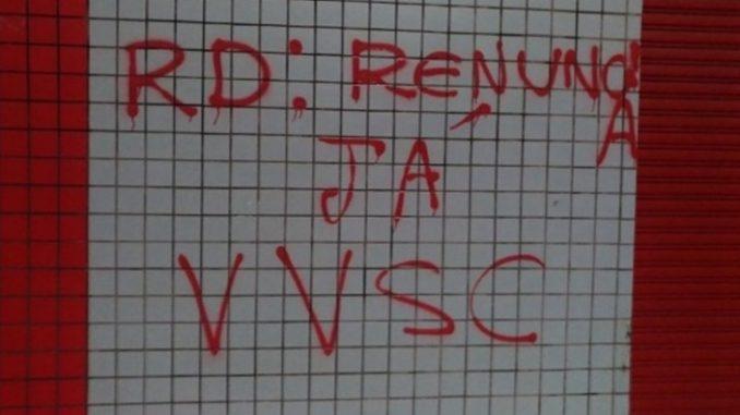 Torcedores do Vitória picham o Barradão e pedem saída do presidente a1184fa549612