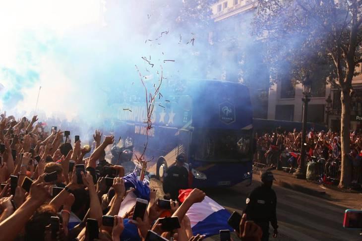 Seleçao da França é recebida com festa em Paris (FOTO) (3)