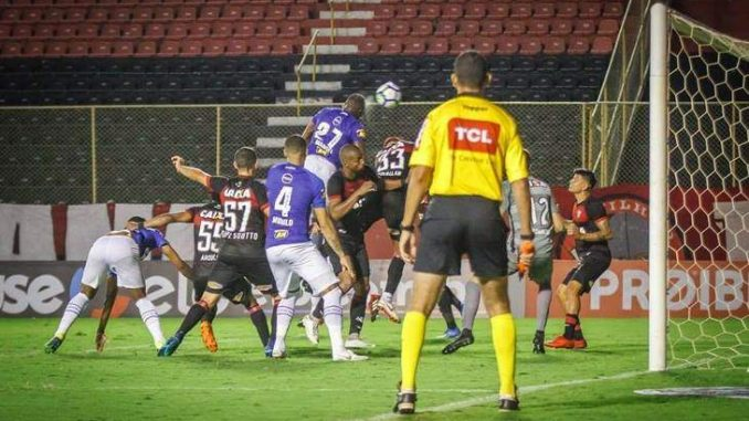 Vai protestar  Cruzeiro insiste que gol contra o Vitória foi legal 772fd78b0460a