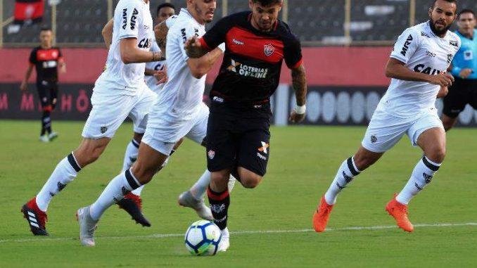Vitória bate o Atlético no Barradão e dá um salto gigante na tabela de  classificação e4b632a9f7ed1