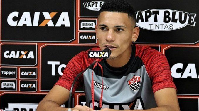 67c78320cc Novo contrato do volante Léo Gomes com o Vitória aparece no BID