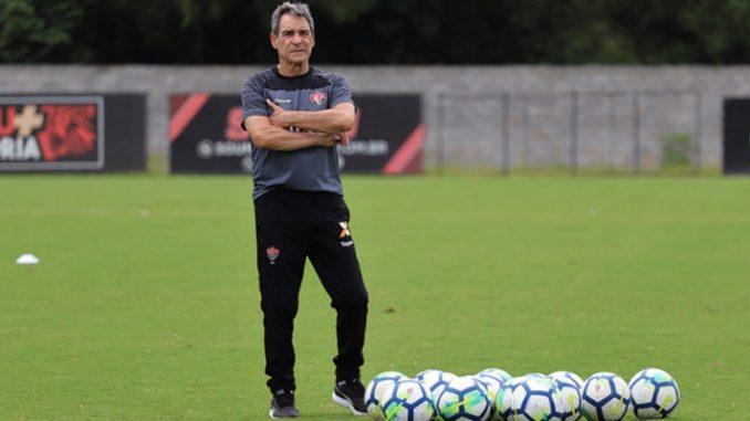 Carpegiani faz testes e esboça time do Vitória para enfrentar o Paraná 2fa1142c1d8a4