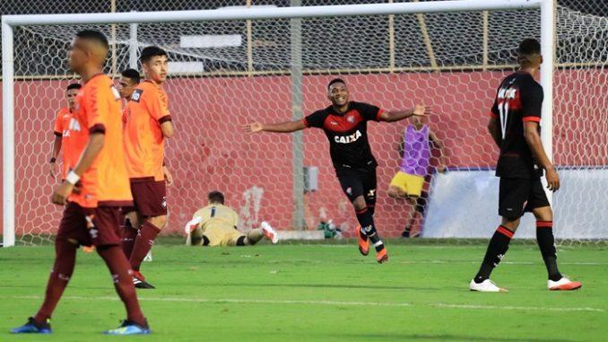 be9cc15762 Vitória devolve derrota e aplica 4 x 2 no Atlético pelo Brasileiro ...