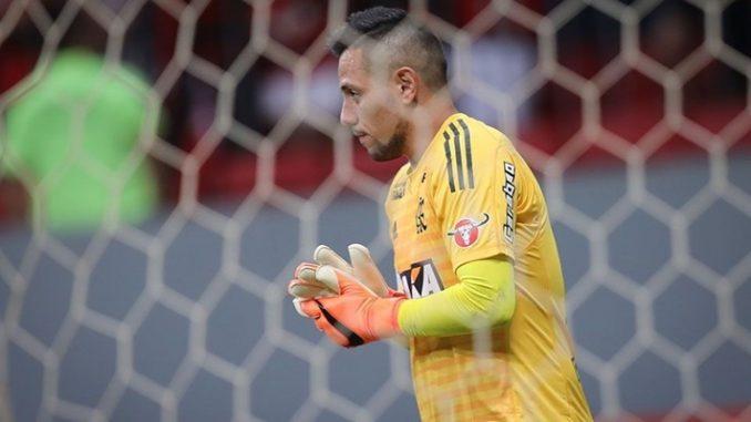 Técnico e goleiro do Flamengo discutem e são contidos por diretor 872bac1c7ec15