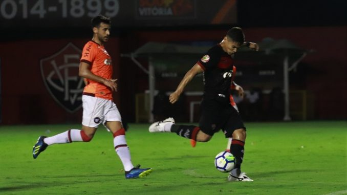 Vitória perde para o Atlético-PR no Barradão e se aproxima da Série B 20823ee9a5aef