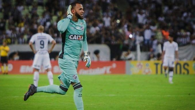 Santos propõe parcelamento e deve contratar goleiro Everson 6847675459130