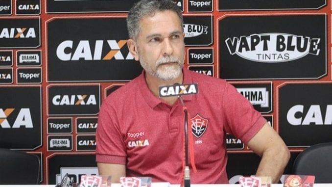 690242c99a Presidente do Vitória descarta saída de Léo Ceará   Atleta ...