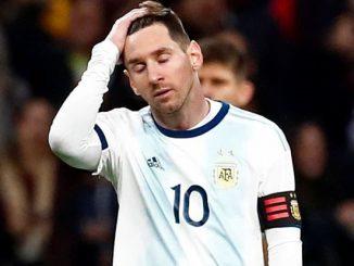O jogo marcou o retorno do atacante do atacante Lionel Messi após nove meses afastado.