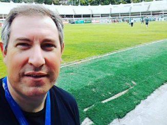Rafael Henzel de apenas 45 anos faleceu após ser vitima deu um infarto quando jogava futebol com amigos. Ele deixa a mulher e um filho.