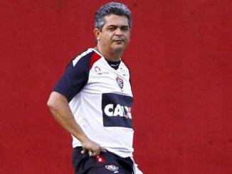 O técnico mineiro ainda tem passagem pelo Flamengo, São Paulo, Vitória, Athletico, Botafogo e Sport. O contrato será de apenas uma temporada. O treinador desembarca em Chapecó no próximo sábado.