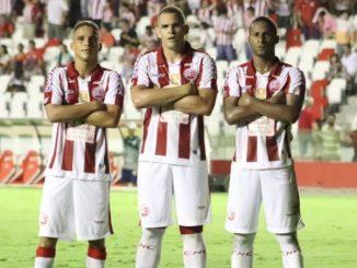 o Náutico, seu adversário no Barradão, Náutico defende uma invencibilidade de 15 partidas (10 vitórias e cinco empates), a maior do futebol brasileiro no momento contra o Vitória
