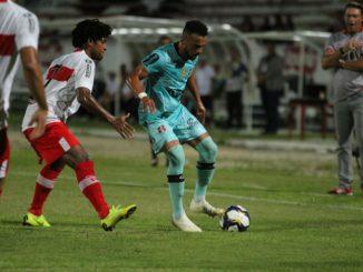 Outro classificado para as semifinais é outro clube pernambucano. O Santa Cruz sofreu contra o CRB, saiu atrás no placar, mas reagiu e empatou já nos acréscimos e levou a partida para os pênaltis.