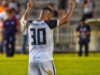 Exatamente dentro do previsto, deu Botafogo-PB no duelo de invictos na Copa do Nordeste. Na noite deste domingo (7), o BELO da Paraiba recebeu o CSA-AL, no Estádio Almeidão em João Pessoa e com todos os gols no segundo tempo fez 3 a 1 no placar, eliminando o rival e garantindo presença nas semifinais do Nordestão 2019