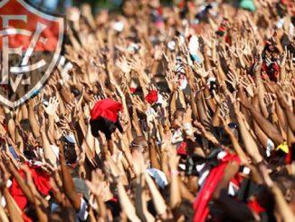 Botafogo-SP e Vitória fazem a rodada inaugural do sábado pela manhã na primeira rodada. Os times se enfrentam às 11h no dia 27 de abril, no Estádio Santa Cruz, em Ribeirão Preto. Já o América fará a estréia da Série B aos Domingos enfrentando o Sport-PE o Estádio Independência, em Belo Horizonte. Já o Esporte Clube Vitória atuará do Domingo apenas na quinta rodada quando enfrenta o Atlético-GO em Goiânia