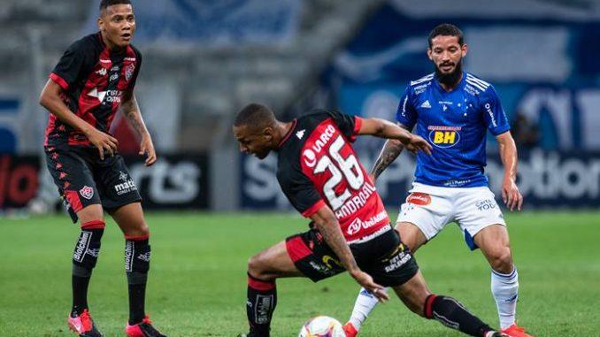 Dupla Ex Bahia Decide Cruzeiro Vence O Vitoria E Respira Na Serie B