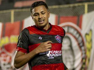 Principal artilheiro do Vitória na atual temporada, Samuel volta ao comando de ataque da equipe depois de lesão de Dinei