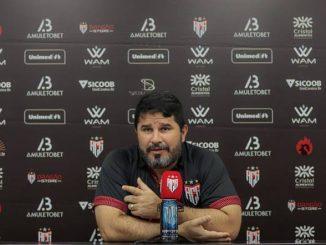 """Treinador do Atlético-GO revela que conversa de vestiário teve efeito esperado para o """"acerto do passe"""" no segundo tempo contra o Bahia"""