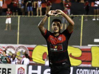 Ex-Vitória, Nickson, e Luis Fernando, ambos jogadores da Jacupa foram identificados em uma partida de futebol não profissional