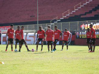 Cercado de problemas financeiros, a diretoria do Esporte Clube Vitória executou o pagamento equivalente a um mês aos atletas da base