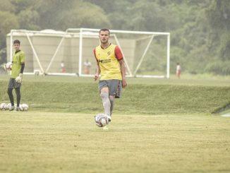 Zagueiro volta a figurar como opção defensiva no Vitória após recuperação de lesão no ombro sofrida diante do Brasil de Pelotas
