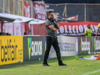 Mediante questionamentos de torcedores e imprensa, técnico do Vitória, Wagner Lopes, comentou sobre o atacante e analisou início do turno